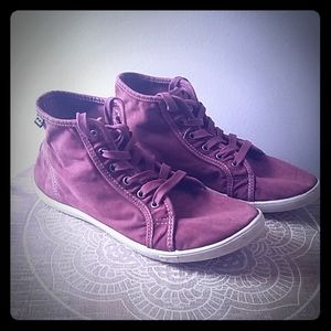 Maroon Billabong High Tops ❤ Size 7